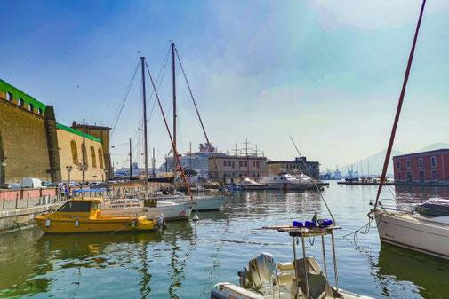 Neapel, Napoli, Italien, Die Traumreiser, Santa Lucia, Hafen, Yachthafen