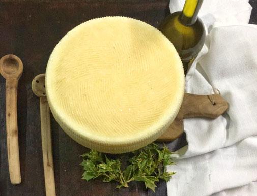 Vendita caciotta fresca e caciotta stagionata granolat, fattoria granolat