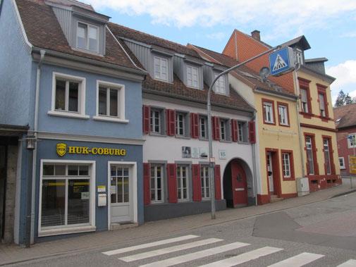 2019,  Beim Haus neben dem Torbogen wurde bei der Renovierung der Giebel gedreht  Bild: H. Forsch