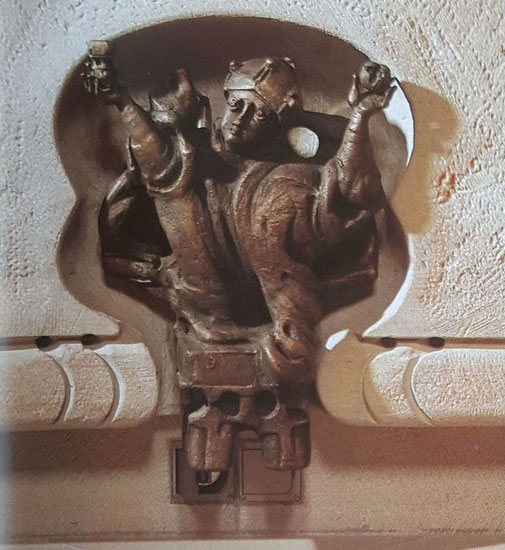 Relief im Süden, Brot und Wein in de Händen des Priesters Melchisedech