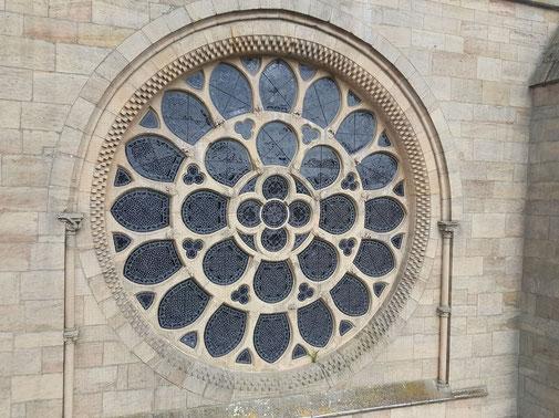 Aussenansicht des Rosenfensters in der Westfassade der Abteikirche Otterberg, Bild H. Forsch