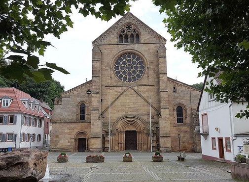 Kirchplatz vor der Abteikirche