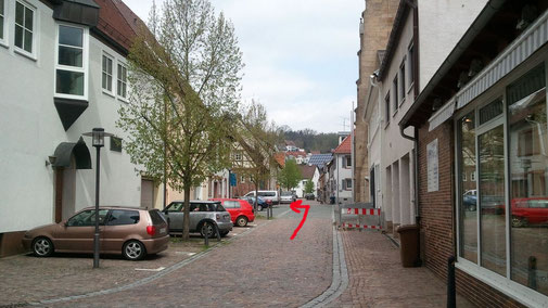 ...rechts ab in die Kirchstraße bis zum Kirchplatz...