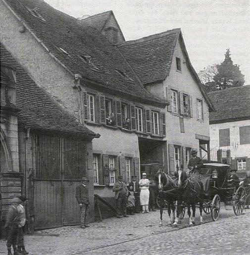 1900,  Haus Rettig Bäckerei und 1. Poststelle (ehemals Haus Straus), an der Ecke rechts fehlt noch das heutige Eckhaus  Bild: Friedrich Wilhelm Berdel