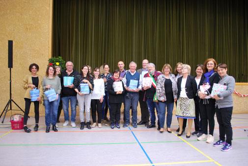 Auf dem Bild: Beigleitpersonen aus Minerbio und Lehrer aus Rangendingen/Hirrlingen