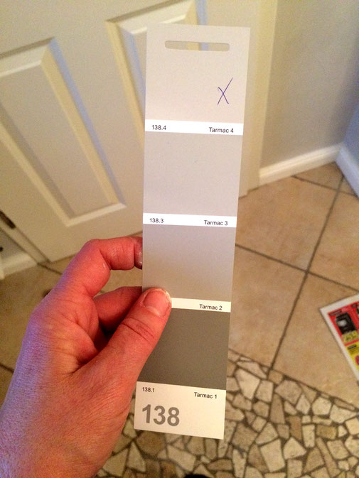 graue Wandfarbe aussuchen