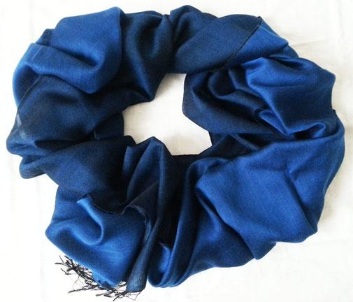 Feiner Kaschmir Schal, Wendedesign, seidig nachtblau und fluffig schwärzlich, hauchfeine Qualität für höchste Ansprüche - traumhaft!