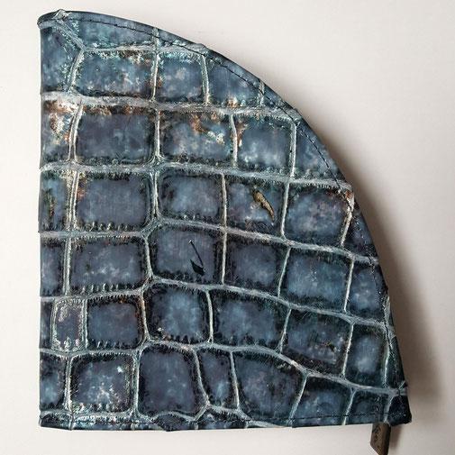 Geldbörse aus geprägtem Rindsleder in edlem Kroko - Design, déqua, blau- gold/silbrig
