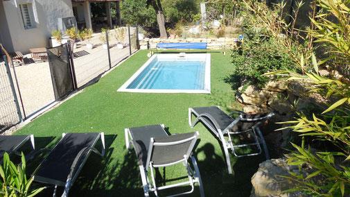 Terrasse et piscine du Gîte Le Chantou