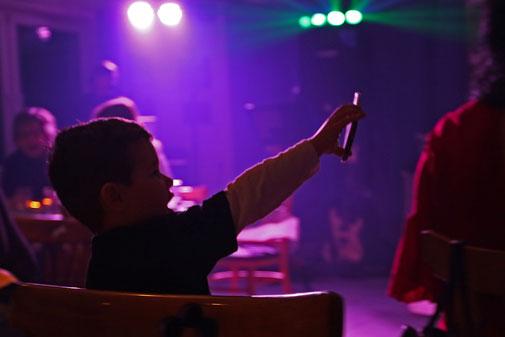 Bild: ©Rita Helmholtz, Momente auf einer Feier