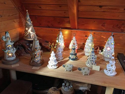 ギャラリー2階のクリスマスツリーの灯り作品
