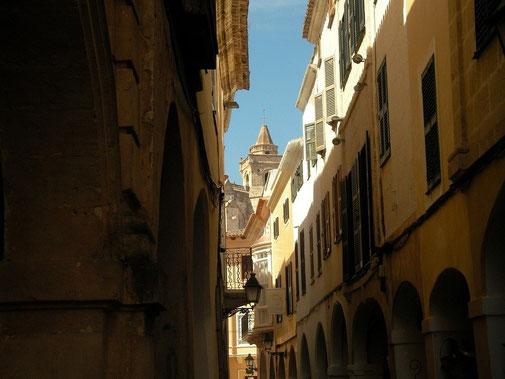 De smalle straatjes van Ciutadella.
