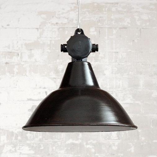 Fabriklampe mit Emaille-Schirm