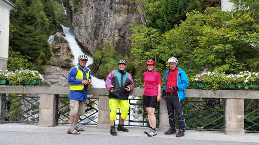 """Bad Gastein, im Hintergrund der Wasserfall, im Vordergrund die """"Harten""""..."""