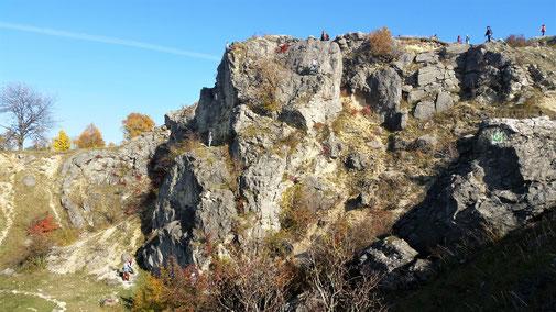 An diesem Felsen lernen Kinder klettern... natürlich unter Aufsicht...