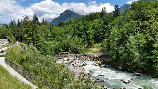 Die Holzbrücke bleibt mir erspart - dafür geht es weiterhin bergauf...
