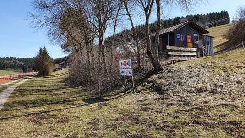 Auch der Skilift samt Skihütte ist geschlossen...