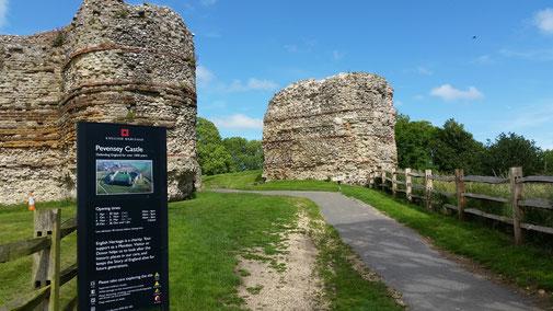 Der Eingang in die Burganlage von Westham aus...