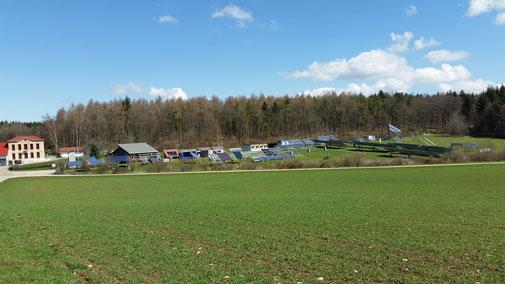 Blick auf das Solartestfeld bei Widderstall...