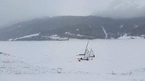 Eissegler auf dem Reschensee...