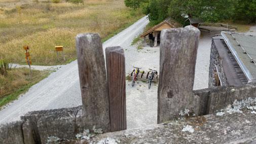 Selbst ein Radständer aus Buchenholz gibt es hier...