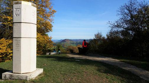 Auf der Hochfläche der Burg Hohenstaufen...