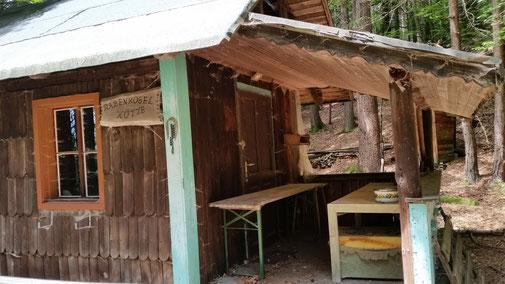 Die Rabenkogelhütte - leider geschlossen - aber das Essen steht noch auf dem Tisch...