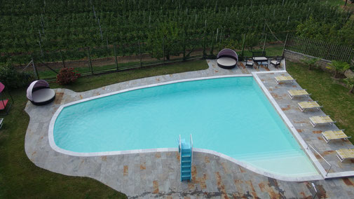 Pool mit 2 Rettungsinseln, die jedoch selten zum Einsatz kommen