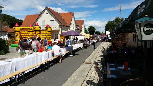 Bad Blumau, die längste Wellness-Frühstückstafel der Steiermark. 215 Meter lang und über 1.000 FrühstückerInnen...