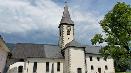 Die Ossiacher Stiftskirche... außen...