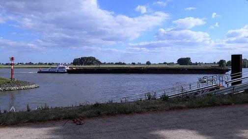 Blick von der Uferpromenade...