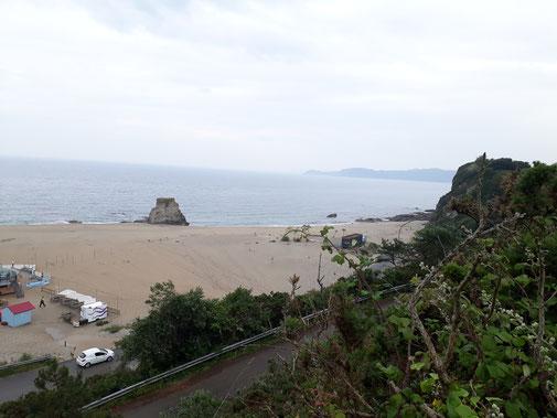 Der Strand ist menschenleer (bis auf den Security-Mensch)...