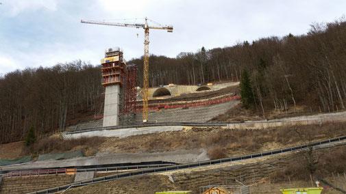 Filstalbrücke, der erste Pfeiler ist im Bau