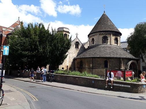 Es gibt auch eine runde Kirche...