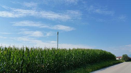 Richtung Chiemsee auf einem Hügel... Eine Ufo - Dockingstation :-)