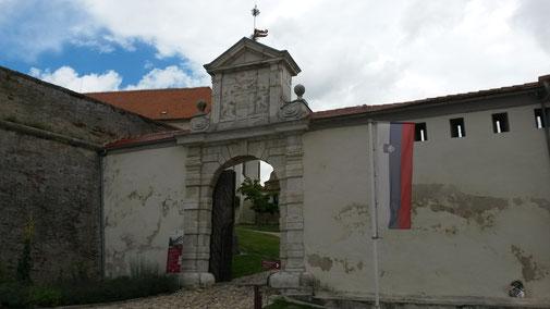 Burg Ptuj, Eingang