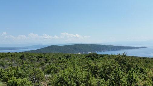 Im Hintergrund eine weitere Insel...