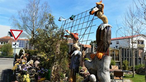 Langenau, Töpferei. Die Gartenzaunausstellung ist ein Besuch wert...
