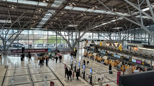 Flughafen Stuttgart - der Andrang hält sich im Rahmen...