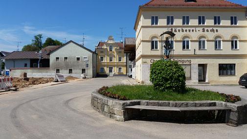 """Rotthalmünster, links die Baustelle """"Neuer Marktplatz"""""""