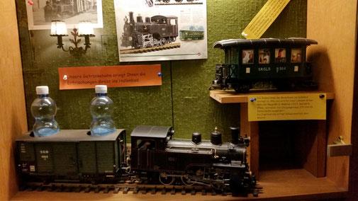 Der Zug kann auch mit Bier beladen werden - er fährt von der Bar bis zum Swimmingpool...