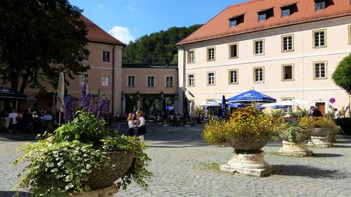 Der Klosterbiergarten ist gut besucht...