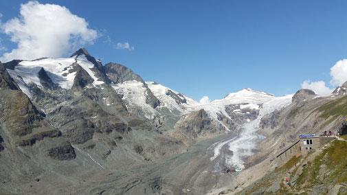 Rechts: Der Gletscher auf dem Rückzug...