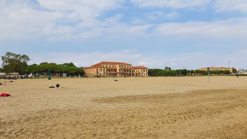Der Strand (fast) menschenleer...