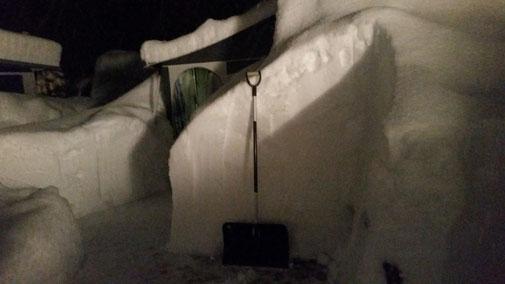 Camping Alpenwelt, Tannheimer Tal, versinkt im Schnee