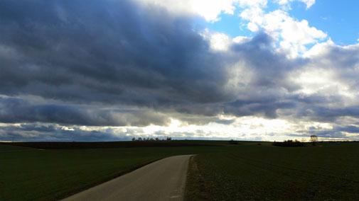 Insider können Nellingens Kirchturm entdecken... Hoffentlich fällt die Wolkendecke nicht auf die Straße...