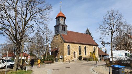 Die evangelische Kirche der 2.150 Einwohner...