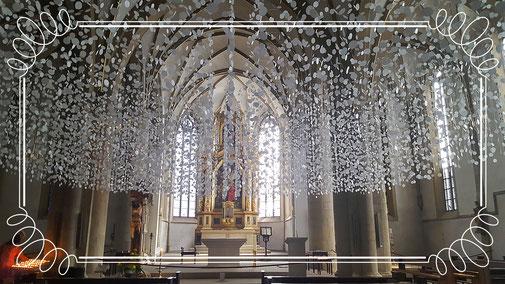 Manchmal liegen hinter unscheinbaren Kirchenportalen so wundervoll kreativ gestaltete Räume