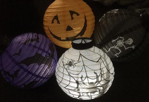 1 von 4 verschiedenen Halloween-Lampions
