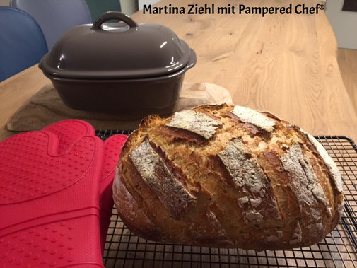 Der Ofenmeister von Pampered Chef. Backe dir heute dein Lieblingsbrot nach dem Rezept von Martina Ziehl Fachberaterin bei Pampered Chef. Online den Ofenmeister einkaufen